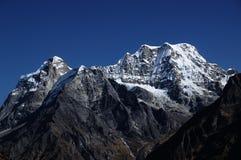 从Hinku谷看的Mera峰顶 图库摄影