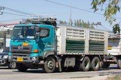 Hino lastlastbil av Thep Pradit transport Arkivfoto