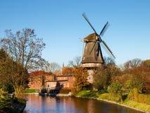 Hinte, traditionelle niederländische Windmühle Lizenzfreie Stockfotografie
