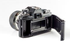 Hinter-Ansicht einer Filmfotokamera lokalisiert auf Weiß: Beschneidungspfad Stockfoto