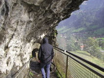 Hinter dem Wasserfall Stockbild
