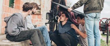 Hinter der Szene Filmteamschmierfilmbildungs-Filmszene im Freien stockbild