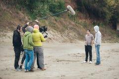 Hinter der Szene Filmteamschmierfilmbildungs-Filmszene im Freien lizenzfreie stockfotos