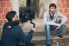 Hinter der Szene Schauspieler vor der Kamera lizenzfreies stockbild