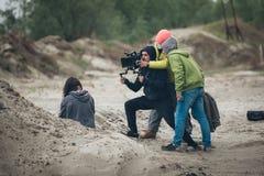 Hinter der Szene Schauspielerin vor der Kamera lizenzfreie stockfotografie