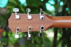 Hinter Gitarrenspindelkasten Lizenzfreie Stockfotografie