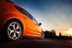 Hinter-Seite Ansicht eines Luxuxautos Stockfotos