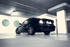 Hinter-Sideansicht eines modernen Autos Stockfotografie