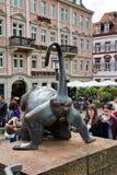 Hintere Ansicht der Mandrill-Skulptur in Heidelberg Stockfoto