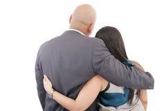 Hintere Ansicht der Paarumarmung lizenzfreies stockbild