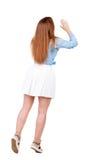 Hintere Ansicht der Stellung der jungen schönen Frau Lizenzfreies Stockbild