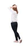 Hintere Ansicht der Stellung von jungen schönen Blondinen in den Jeans Stockfotos