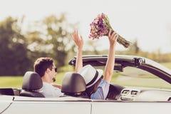 Hintere hintere Ansicht der verheirateten Familie Reise, entspannen sich, kühlen, entgehen, SP Stockbilder