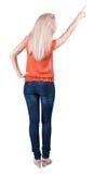 Hintere Ansicht der Zeigefrau schönes blondes gir Lizenzfreie Stockbilder