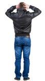 Hintere Ansicht des entsetzten Mannes in der Jacke Stockfotos