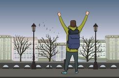 Hintere Ansicht des glücklichen Mannes auf Abendweg in der alten europäischen Stadt Ein Tourist mit ihren Händen oben stock abbildung