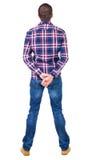 Hintere Ansicht des gutaussehenden Mannes im karierten Hemd, das oben schaut Lizenzfreie Stockfotos