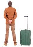Hintere Ansicht des jungen Mannes reisend mit suitcas Lizenzfreies Stockfoto