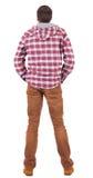 Hintere Ansicht des Kerls in einem karierten Hemd mit dem Haubenschauen. Stockfotos