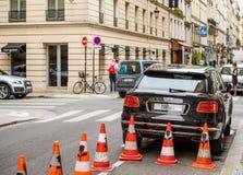 Hintere Ansicht des Luxusautos bentley bentayga Paris Frankreich Stockbilder