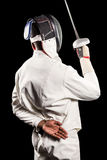 Hintere Ansicht des Mannes tragend den Anzug einzäunend, der mit Klinge übt Lizenzfreies Stockfoto