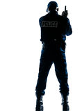 Hintere Ansicht des Polizisten mit Pistole Lizenzfreie Stockbilder