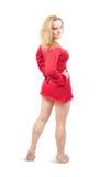 Hintere Ansicht des reizvollen Mädchens im roten kurzen Kleid Stockfoto