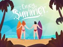 Hintere Ansicht des Surfermannes und -frau zusammen auf Strandhintergrund für Enjoy Sommer stock abbildung