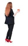 Hintere Ansicht eines jungen trinkenden Kaffees oder des Tees der Geschäftsfrau während Stockbild