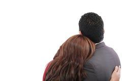 Liebevolle Paare, die mit den Armen herum stehen lizenzfreies stockbild