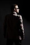 Hintere Ansicht von DJ in den Sonnenbrillen Stockfotos