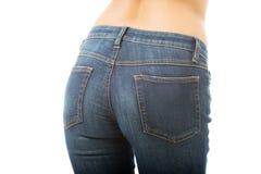 Hintere Ansicht von Frauenhinterteilen in den Jeans Stockbilder