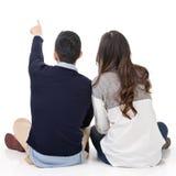 Hintere Ansicht von jungen Paaren lizenzfreie stockfotos