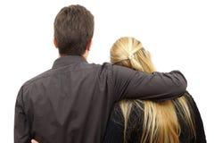 Hintere Ansicht von jungen Paaren Stockbild