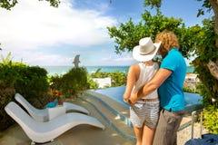Hintere Ansicht von Touristen auf Sommerferien Lizenzfreie Stockfotos