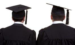 Hintere Ansicht von zwei Absolvent, lokalisiert auf Weiß Lizenzfreies Stockbild