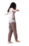 Hintere Ansichtfrau balanciert auf einem Drahtseil Lizenzfreie Stockfotografie