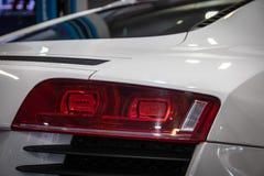 Hintere Leuchte des modernen Autos stockfotos