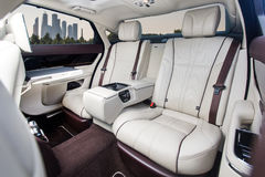 Hintere Sitze des Luxusautos Lizenzfreies Stockfoto