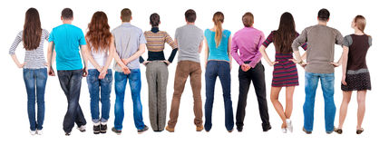 Hinteres Ansichtgruppe von personenen-Schauen stockfotos