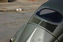 Hinteres Fenster des alten VW-Käfers lizenzfreies stockfoto