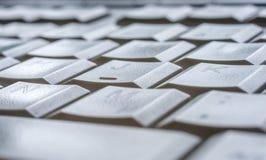 Hintergrund auf dem Thema Computer mit der Übersicht auf einem Schlüssel der Computertastatur im Detail lizenzfreie stockfotografie