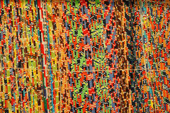 Hintergrund, Beschaffenheit des farbigen handgemachten Teppichs Gewebewolldecke von kleinen Flecken Stockfotos