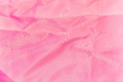 Hintergrund, Beschaffenheit des zerknitterten rosa Seidengewebes Lizenzfreie Stockbilder