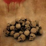 Hintergrund 3D Halloween mit Stapel von Schädeln auf blutigem Schmutz Lizenzfreie Stockbilder
