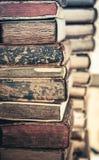 Hintergrund der alten Bücher Stapel Bücher in Folge Lizenzfreies Stockfoto