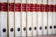 Hintergrund der Bücher in Folge Stapel alte Bücher Lizenzfreie Stockfotos