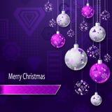 Hintergrund der frohen Weihnachten mit Weihnachtsbällen im lila silbernen Rosa Lizenzfreie Stockbilder