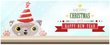 Hintergrund der frohen Weihnachten und des guten Rutsch ins Neue Jahr mit der Katze, die leere Tischplatte betrachtet Lizenzfreies Stockbild