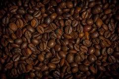 Hintergrund der gebratenen Kaffeebohnen lizenzfreies stockfoto